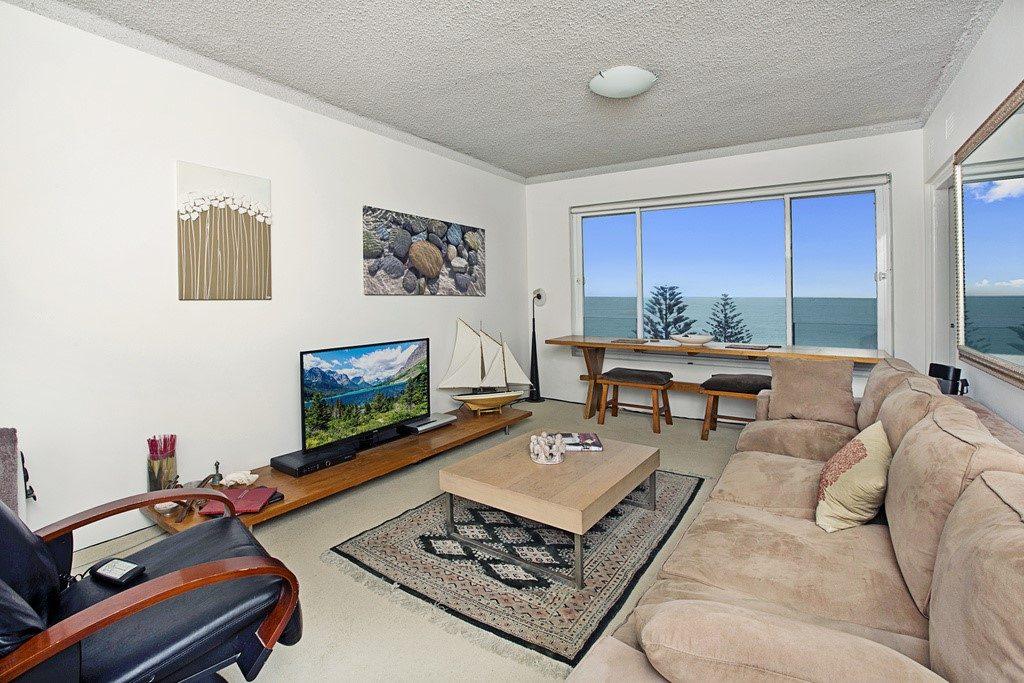 thumbnail_12@38 Beach Street Curl Curl living room (1)