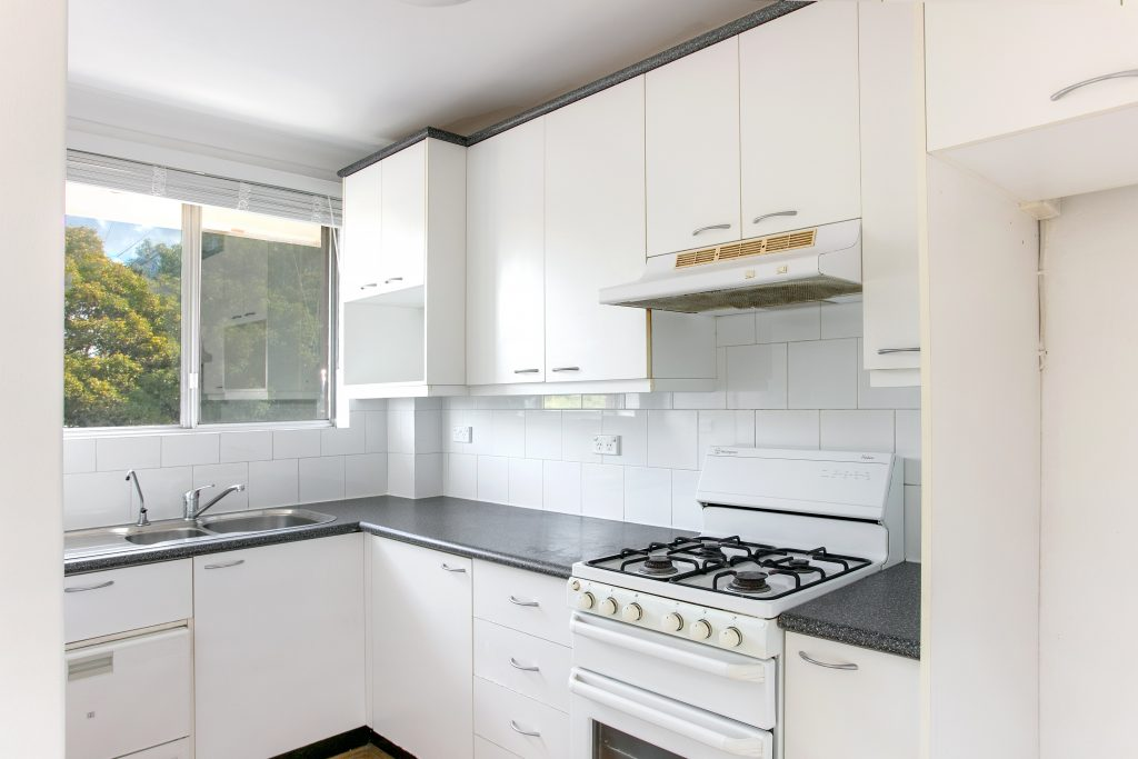 17-3 greenwood place 01 hi kitchen