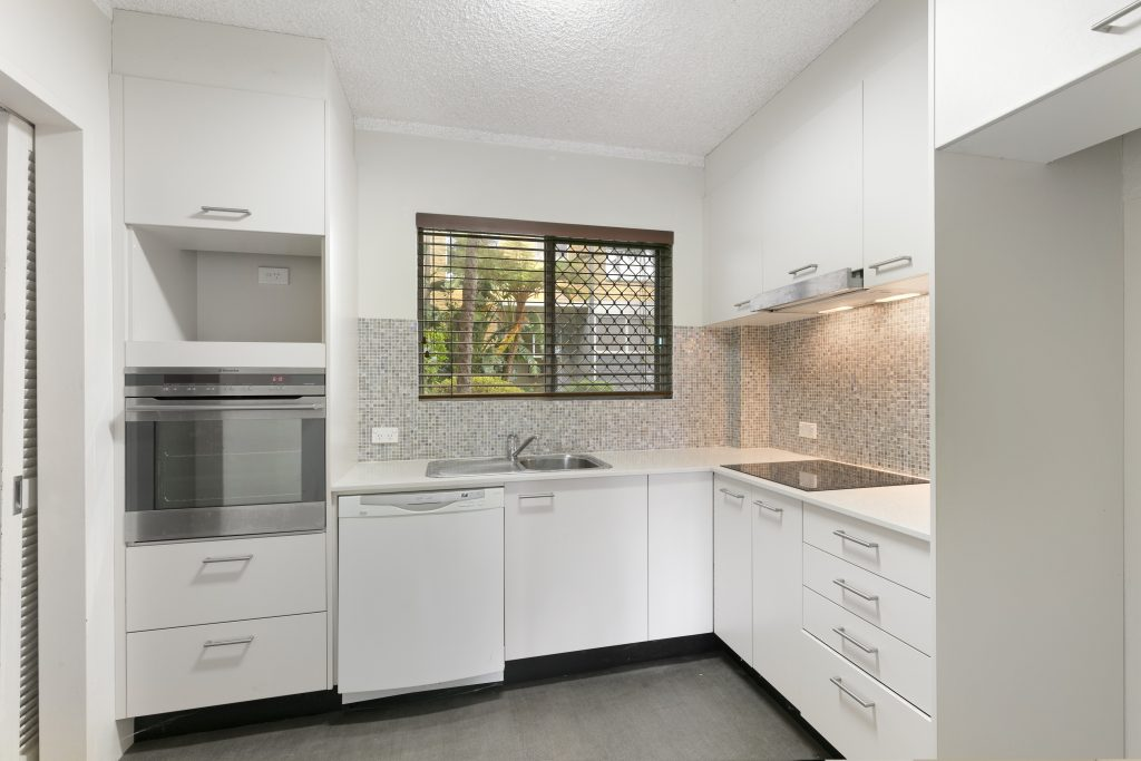 1-105 queenscliff rd 02 hi kitchen