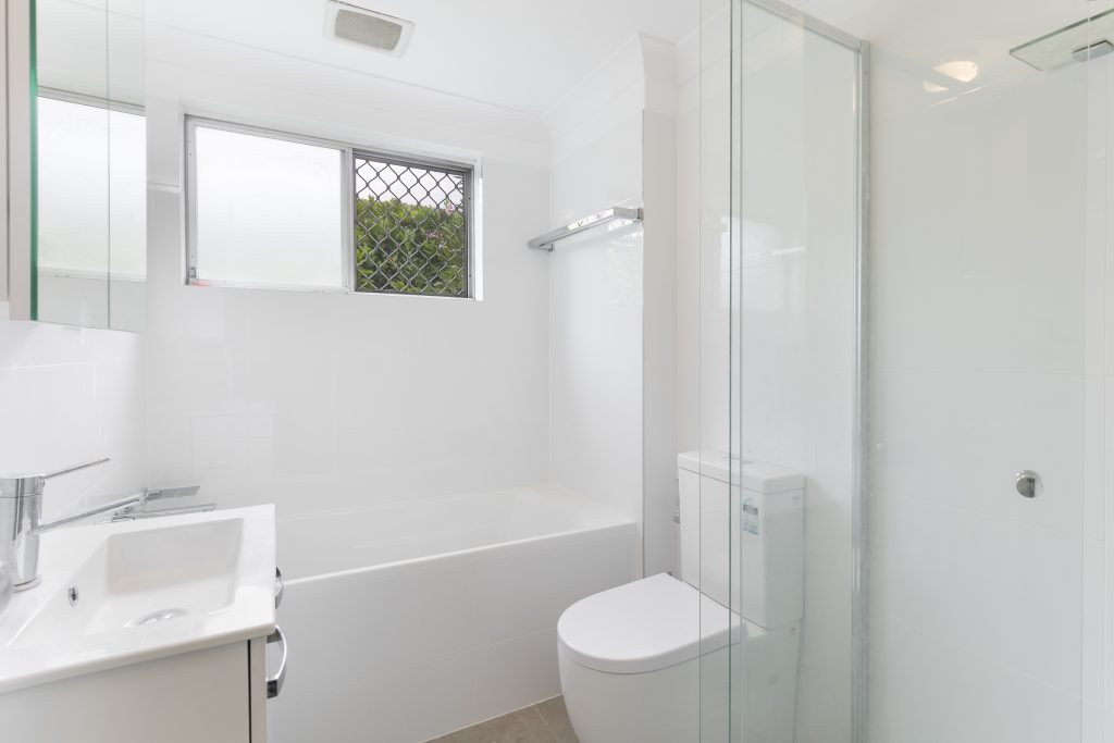 1-105 queenscliff rd 04 hi bath